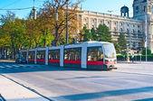 VIENNA, AUSTRIA - OCTOBER 09, 2014: Modern tram  in Vienna, Aust — Foto de Stock