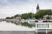 Pretty harbor and historic church in Naantali, Finland — Stock Photo