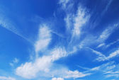 Beautiful blue sky with cirrus clouds. — Stock Photo