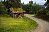 Countryside landscape with ancient old historic wooden house in Norway — Stok fotoğraf