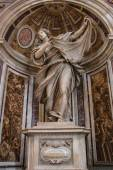 VATICAN - SEPTEMBER 25: Interior of Saint Peters Basilica on Sep — Stock Photo