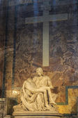 VATICAN - SEPTEMBER 25: Interior of Saint Peters Basilica on Sep — Stock Photo