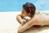 Meninas na piscina — Fotografia Stock