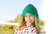 Симпатичная девочка с воздушными шарами — Стоковое фото