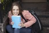 Gorgeus blond woman with blue book — Stockfoto