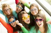 Smiling teenagers with funny glasses — Photo
