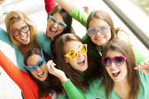 Smiling teenagers with funny glasses — Стоковое фото