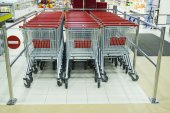 Rows of supermarket shopping cart trolleys — Stock Photo