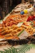 Fishmonger stall with fresh seafood and fish — Stock Photo