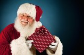 Santa: Holding Up Wrapped Christmas Gift — Stockfoto