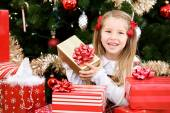 Christmas: Girl Laughs While Surrounded By Presents — Foto Stock