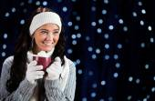 Winter: Woman Drinking Hot Cocoa — Stockfoto