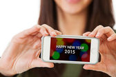 NYE: Woman Holding Cell Phone With Happy New Year Message — Stockfoto