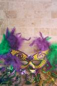 Mardi Gras: Fancy Feather Mask With Tile Background — ストック写真