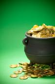 Pot of Gold: Cropped View of Gold in Cauldron — Stock fotografie