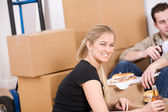 Moving: Couple Takes a Break From Packing With Sandwiches — Stok fotoğraf