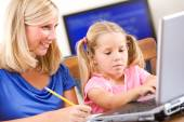 Student: Mother Helping Girl Do Homework On Laptop — Stock Photo