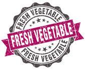 Violet de grunge légumes frais sceller isolé sur blanc — Photo