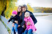 Família no parque — Fotografia Stock