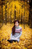 Vacker flicka utomhus — Stockfoto