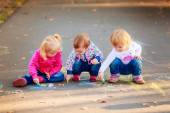 Children draw with crayons on the pavement — Stock Photo