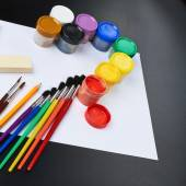 Multiple drawing paints and brushes — Foto de Stock