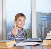 Boy  showing a thumbs up gesture, — Stock Photo