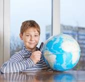Boy looking at the earth globe — Stock Photo