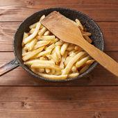 Smażone ziemniaki francuski gotowanie — Zdjęcie stockowe