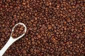 Coffee beans and ground coffee in spoon — Stock Photo