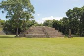 "Pyramid named ""Structure 4"" at the ancient Mayan archaelogical s — Stock Photo"
