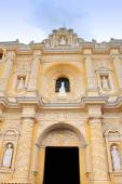 Antigua, Guatemala: La Merced Church, built in 1767, following g — Stock Photo