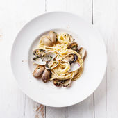 Seafood pasta with clams Spaghetti alle Vongole — Stock Photo