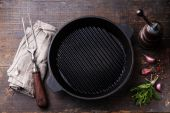 Black iron empty grill pan — Stock Photo