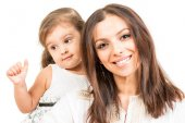 Portrait of happy mother with daughter   isolated — Stock Photo