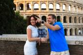 Couple on Colosseum — Stock Photo