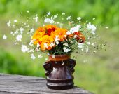 Bouquet on flowers on wooden table — Stockfoto