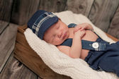 Newborn Baby Boy Wearing a Newsboy Cap and Suspenders — Stock Photo