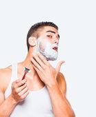 Handsome man shaving his beard — Stock Photo