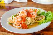 Green papaya salad (Som Tum) with shrimp — Stock Photo