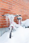 Frozen bike covered in ice — ストック写真