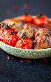 Chicken drumsticks and tomatoes. — ストック写真