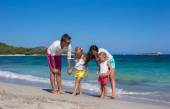 Family of four on beach vacation in Italy — Stock Photo