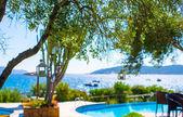 Piękny widok z basenem w egzotyczny ośrodek — Zdjęcie stockowe