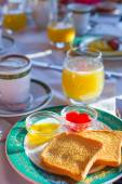Healthy breakfast on the table close up in restaraunt resort outdoor — 图库照片