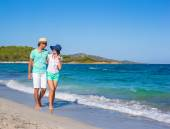 Beautiful young couple walking at beach during tropical vacation — Stock Photo
