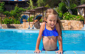 Adorable happy little girl have fun in the swimming pool — Stockfoto