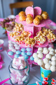 Marshmallow, sweet colored meringues, popcorn, custard cakes and white cake pops on festive table — Zdjęcie stockowe