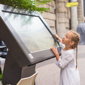 Little cute girl looking the map of Milan — Stockfoto