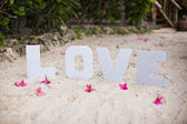 Word love on sandy beach at beautiful resort — Foto de Stock